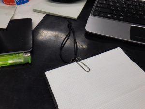 D-Clips L PERUで測量野帳用ブックバンド しおり
