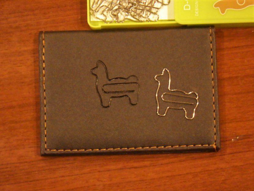 D-Clips Alpaca の焼き印を名刺入れに03